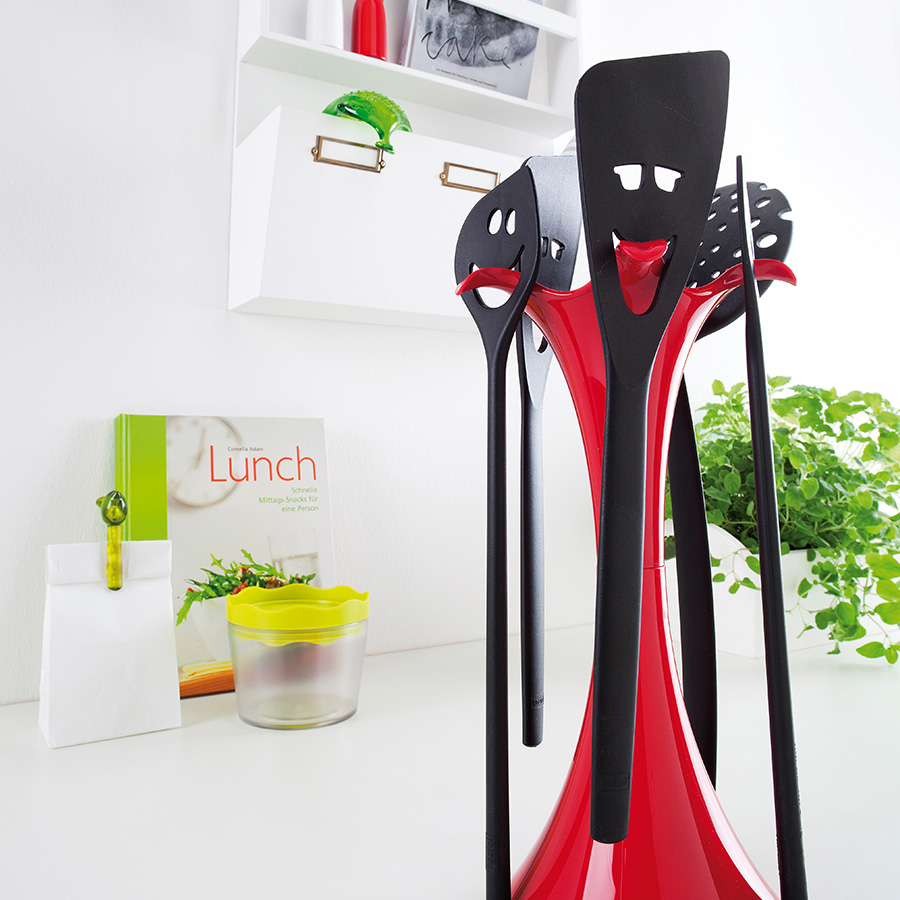 k chenhelfer set meeting point rot schwarz 5 tlg mit st nder koziol. Black Bedroom Furniture Sets. Home Design Ideas